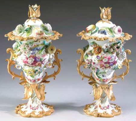 A PAIR OF ENGLISH PORCELAIN VA