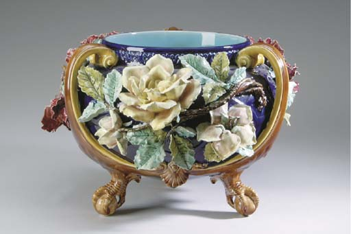 A LARGE CONTINENTAL MAJOLICA F