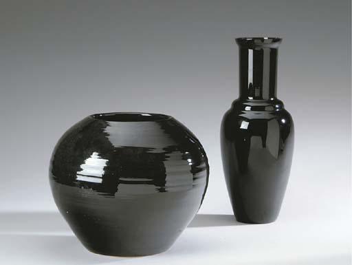 A BLACK-GLAZED EARTHENWARE JAR