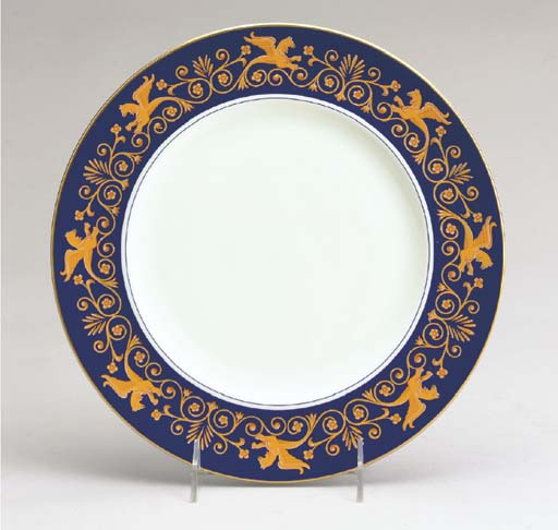 A SET OF TWENTY-FOUR ITALIAN PORCELAIN DINNER PLATES,