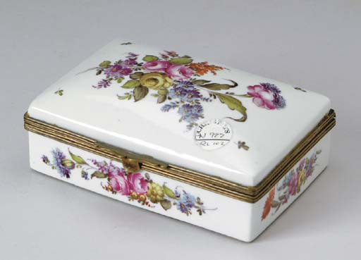 A CONTINENTAL BRONZE-MOUNTED PORCELAIN RECTANGULAR COVERED BOX,