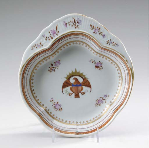 A CHINESE EXPORT STYLE PORCELAIN SHAPED DISH,