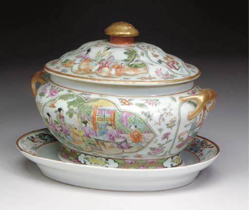 TWO CHINESE EXPORT PORCELAIN C