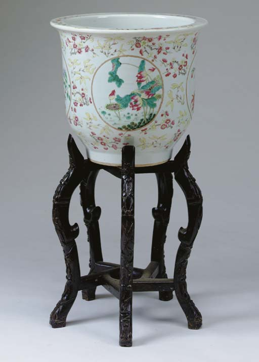 A PAIR OF CHINESE PORCELAIN FI