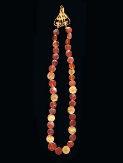 A ROMAN CARNELIAN AND GOLD BEA
