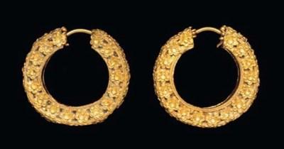 A PAIR OF ACHAEMENID GOLD EARR