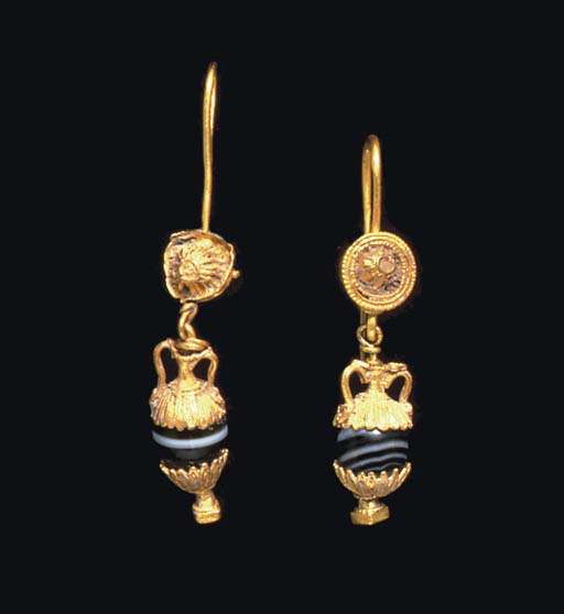 A PAIR OF GREEK GOLD AND AGATE EARRINGS