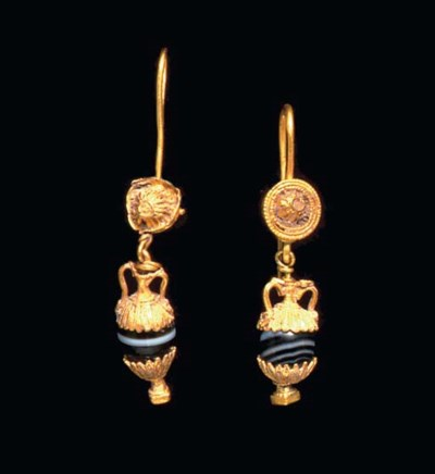 A PAIR OF GREEK GOLD AND AGATE