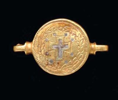A BYZANTINE GOLD MEDALLION PEN