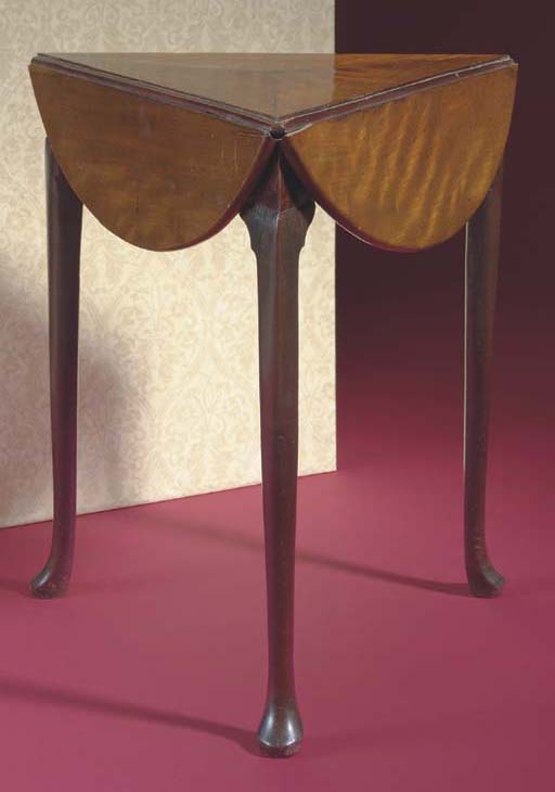 A GEORGE II MAHOGANY CIRCULAR DROP-LEAF TABLE