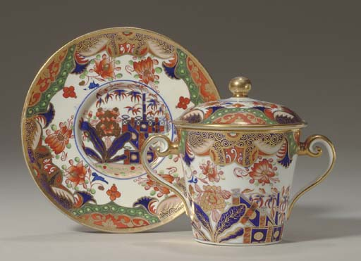 A SPODE PORCELAIN TWO-HANDLED CUP, COVER AND STAND
