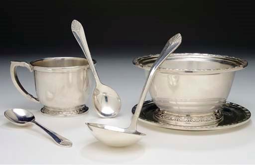 A soup small soup tureen, a la