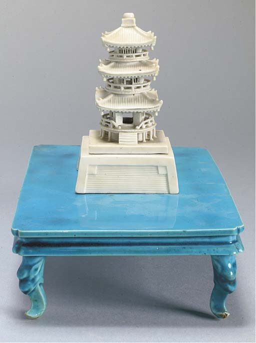 PAGODE ET TABLE