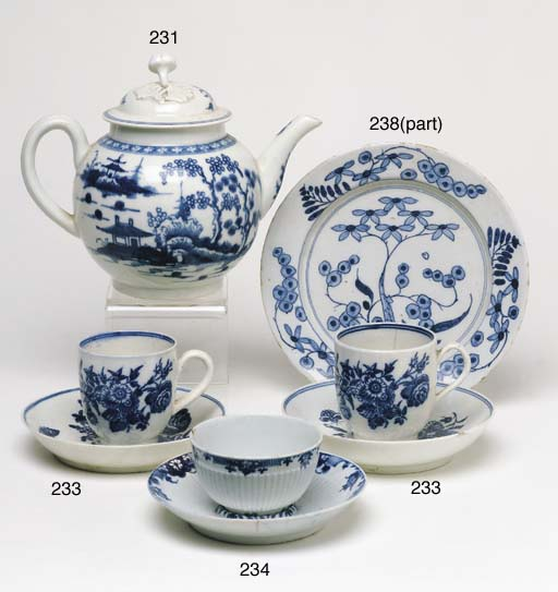 A WORCESTER BLUE AND WHITE TEA