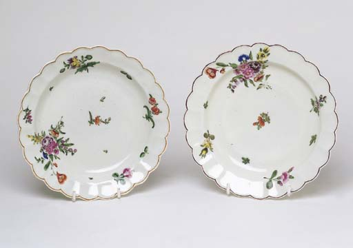 A PAIR OF CHELSEA PLATES