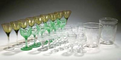 Thirty-three various glass obj