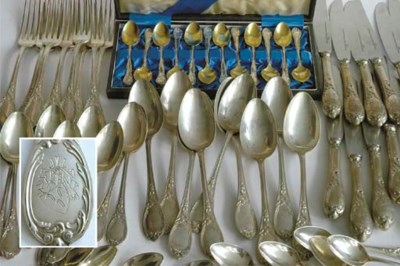 A collection of silver cutlery