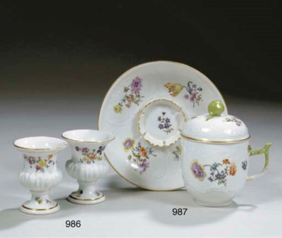 A pair of miniature Meissen po