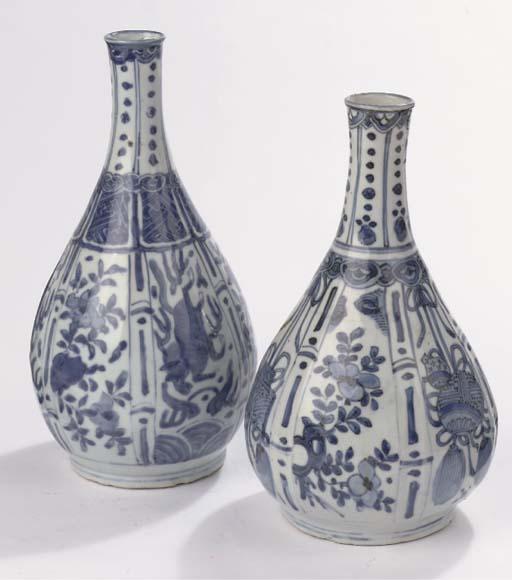 Two 'Kraak porselein' bottle v