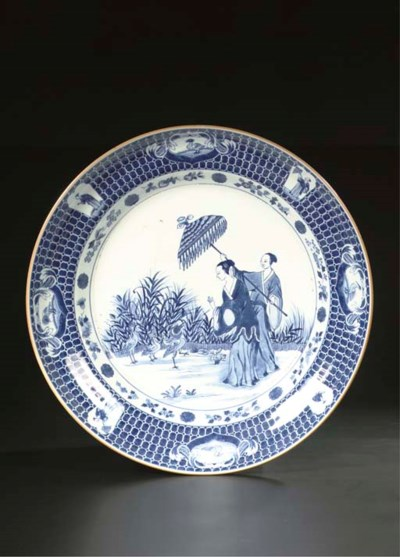 A blue and white large 'dame a
