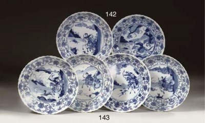 Four blue and white saucer dis