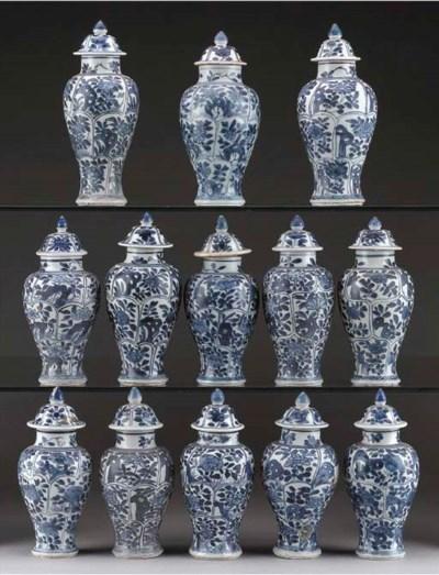 Thirteen blue and white 'Vung