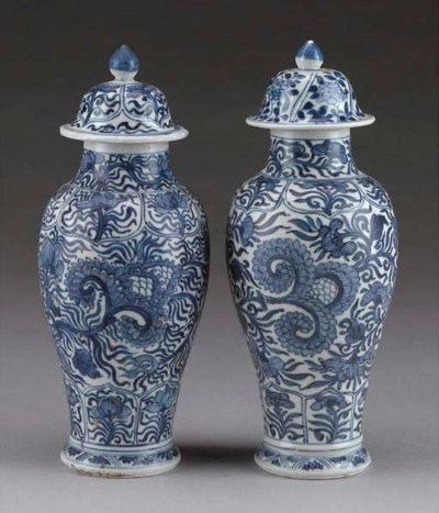 A pair of blue and white 'Vung