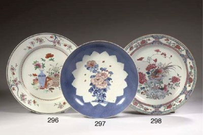 A famille rose dish and a sauc