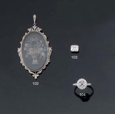 AN ART DECO DIAMOND CLUSTER RI