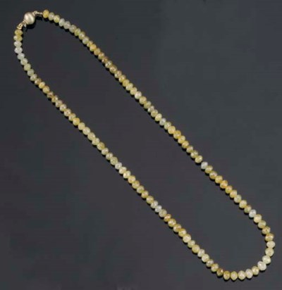 A FACETTED DIAMOND NECKLACE