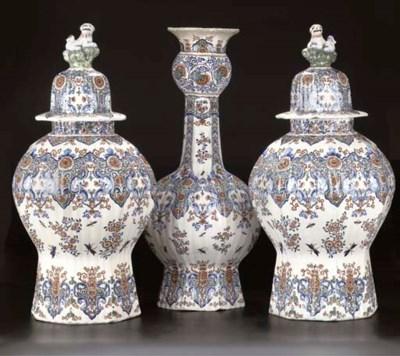 A set of three Delftware ribbe