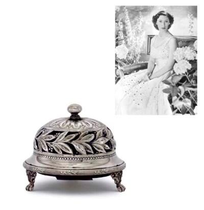 AN EDWARD VII SILVER TABLE-BEL