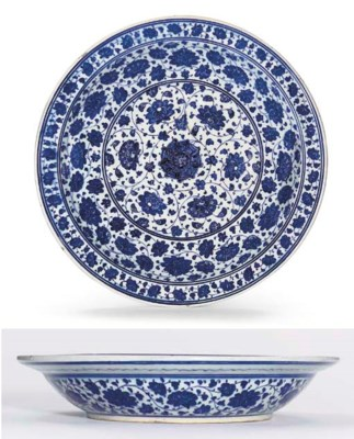 AN IZNIK BLUE AND WHITE POTTER