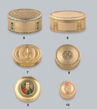 A GEORGE II GOLD SNUFF-BOX SET