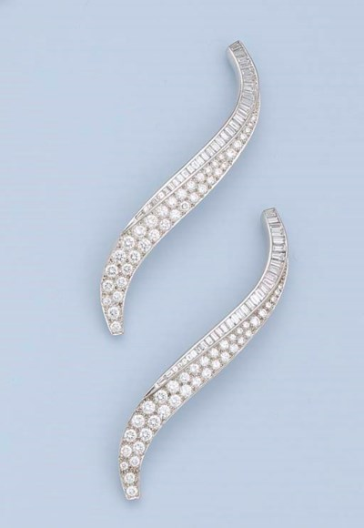 A PAIR OF ART DECO DIAMOND 'FL