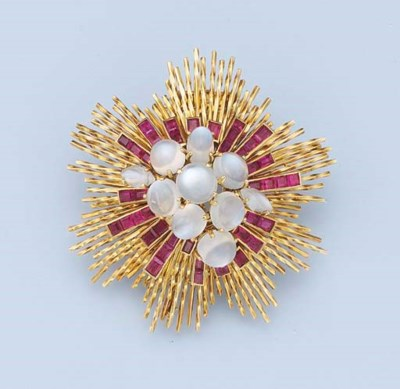 A RUBY AND MOONSTONE BROOCH, B