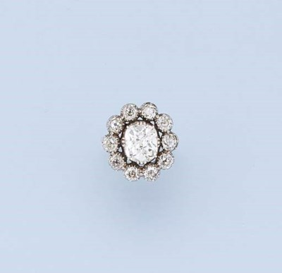 AN ANTIQUE DIAMOND CLUSTER RIN