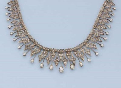 AN ANTIQUE DIAMOND NECKLACE