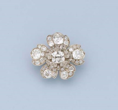 AN ANTIQUE DIAMOND FLORAL CLAS
