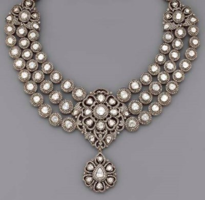 AN INDIAN DIAMOND PENDENT NECK