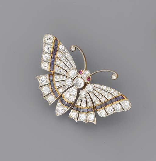 AN ANTIQUE DIAMOND, EMERALD AND RUBY BUTTERFLY BROOCH