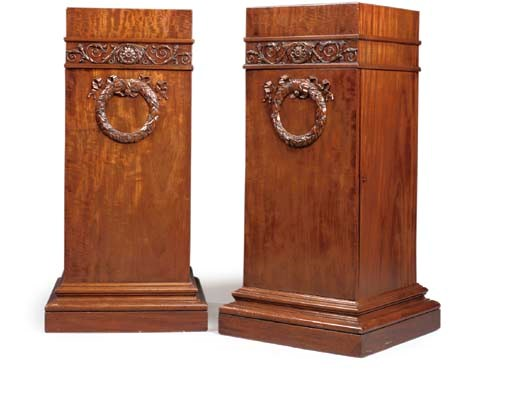 A PAIR OF REGENCY MAHOGANY PED