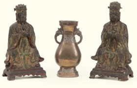 A PAIR OF CHINESE BRONZE FIGURES; AND A CHINESE BRONZE VASE