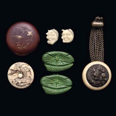 A Japanese ivory kagamibuta ne