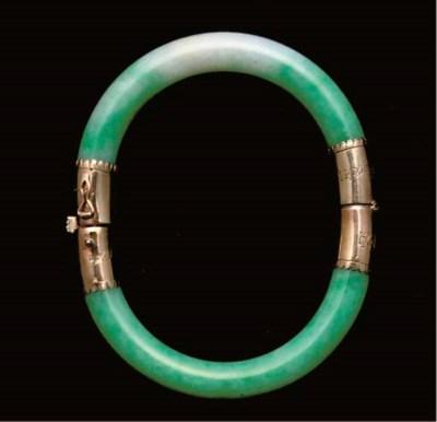 A Chinese jadeite arm bangle,