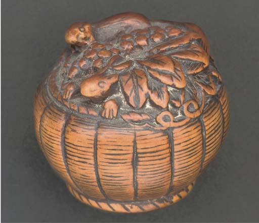 A Japanese wood netsuke of a b