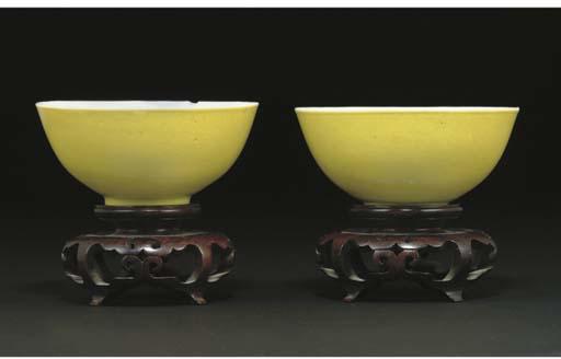 A pair of Chinese lemon yellow