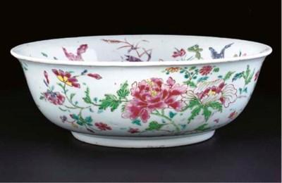 A famille rose bowl, Yongzheng