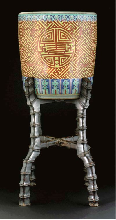 A Chinese jardiniere, 19th cen