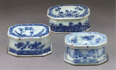 Three Chinese blue and white o